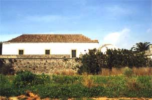 Das Wohnhaus und das Fort stammen aus dem 17. & 16. Jahrhundert