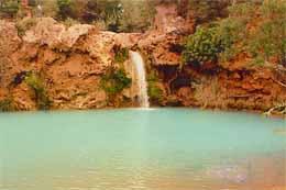 Dieser fantastische Ort heißt Fogo do Inferno, übersetzt Höllen - Feuer, baden ist hier leider lebensgefährlich, da das einfließende Wasser unterirdisch durch Grotten abläuft und so einen extremen Sog erzeugt...
